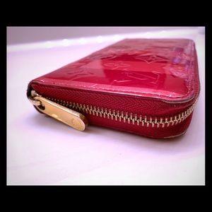 AUTHENTIC Louis Vuitton Zippy wallet Vernis